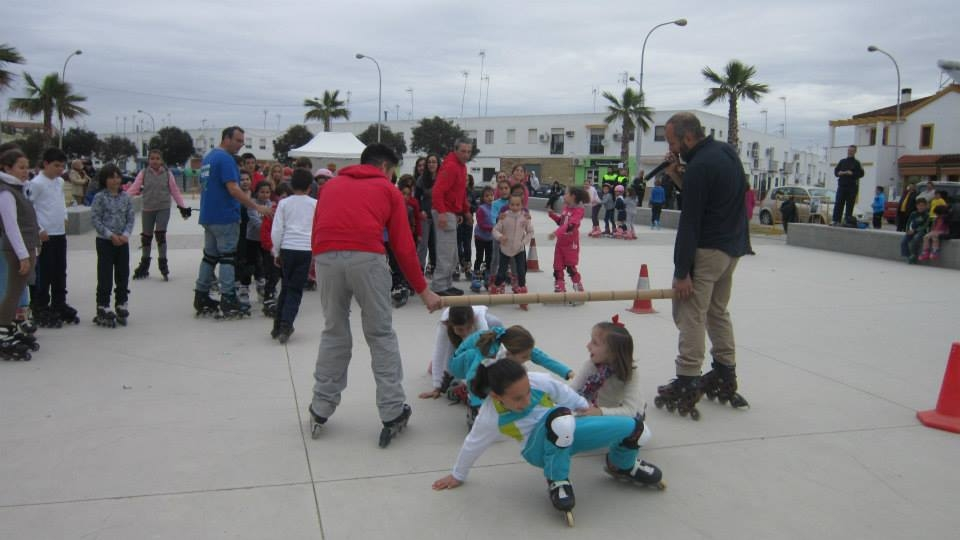 Los niños y niñas de Puebla del Río (Sevilla) disfrutaron de su primera 'Fiesta del Patín'