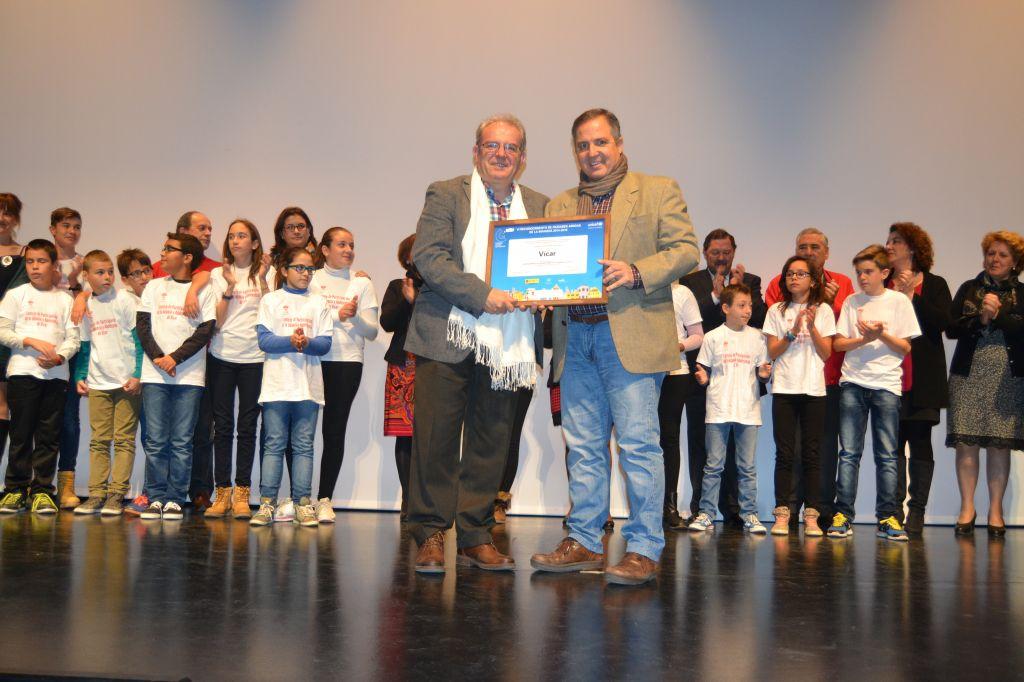 El alcalde de Vícar (Almería) presenta a los niños y niñas de la localidad el Sello de 'Ciudad Amiga de la Infancia' 2014-2018