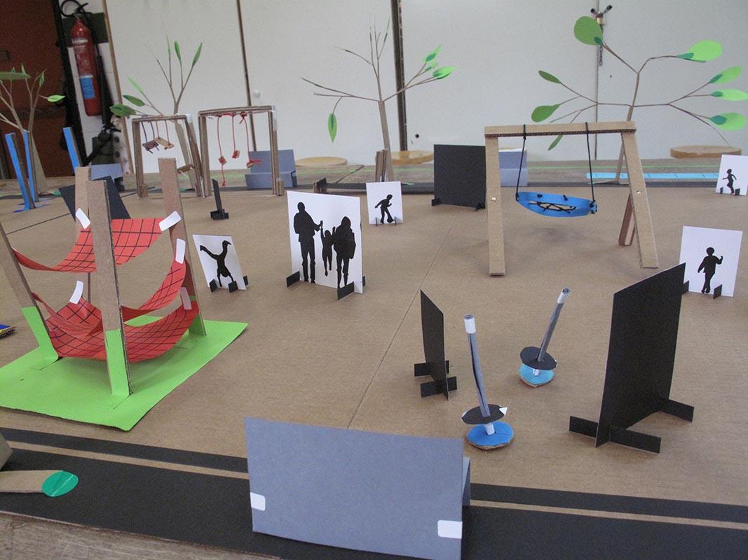 Un grupo de niños diseña el parque infantil de su barrio en Portugalete