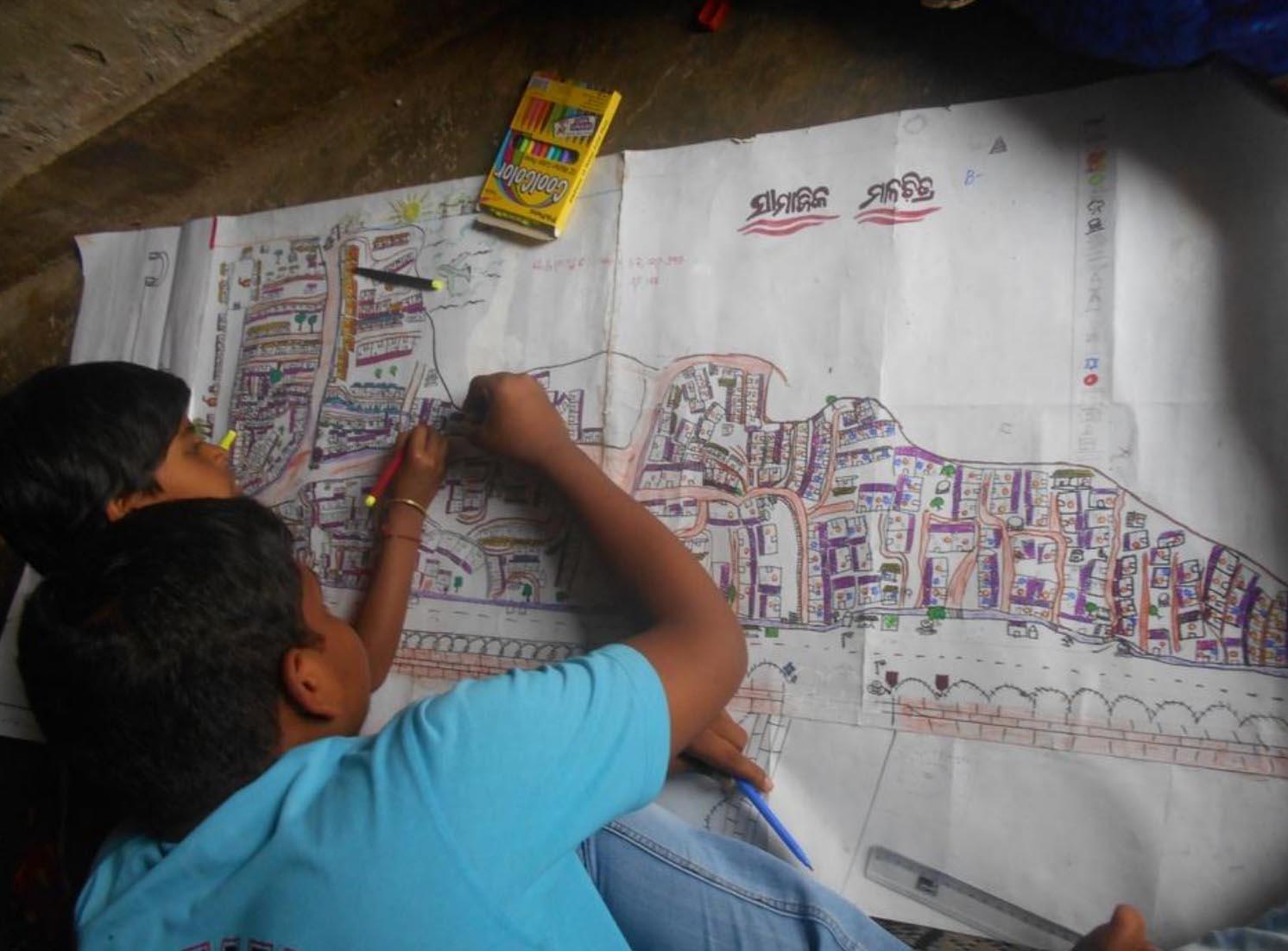 Del dibujo al  móvil: los niños de India revisan la planificación urbana de su ciudad para mejorarla