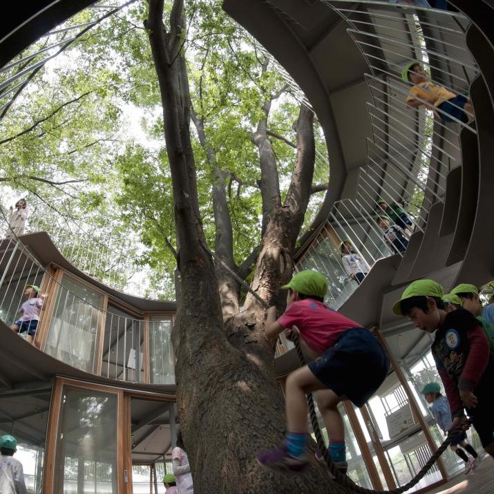 Ciudades y niños: las ventajas de aprender en la selva