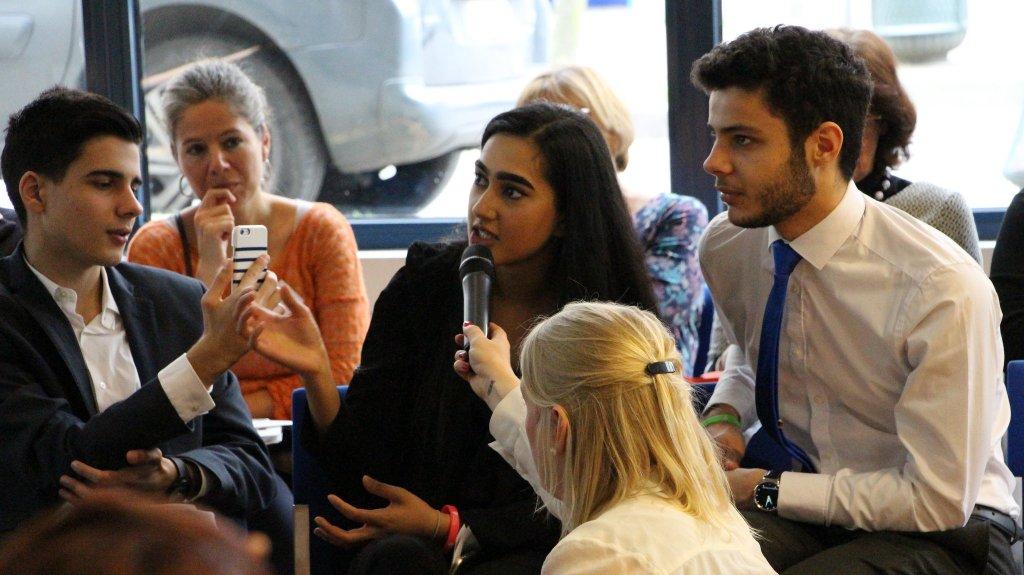 Una joven interviene en la Asamblea General de Eurochild celebrada en Bruselas donde fue aprobada la estrategia de participación de la organización