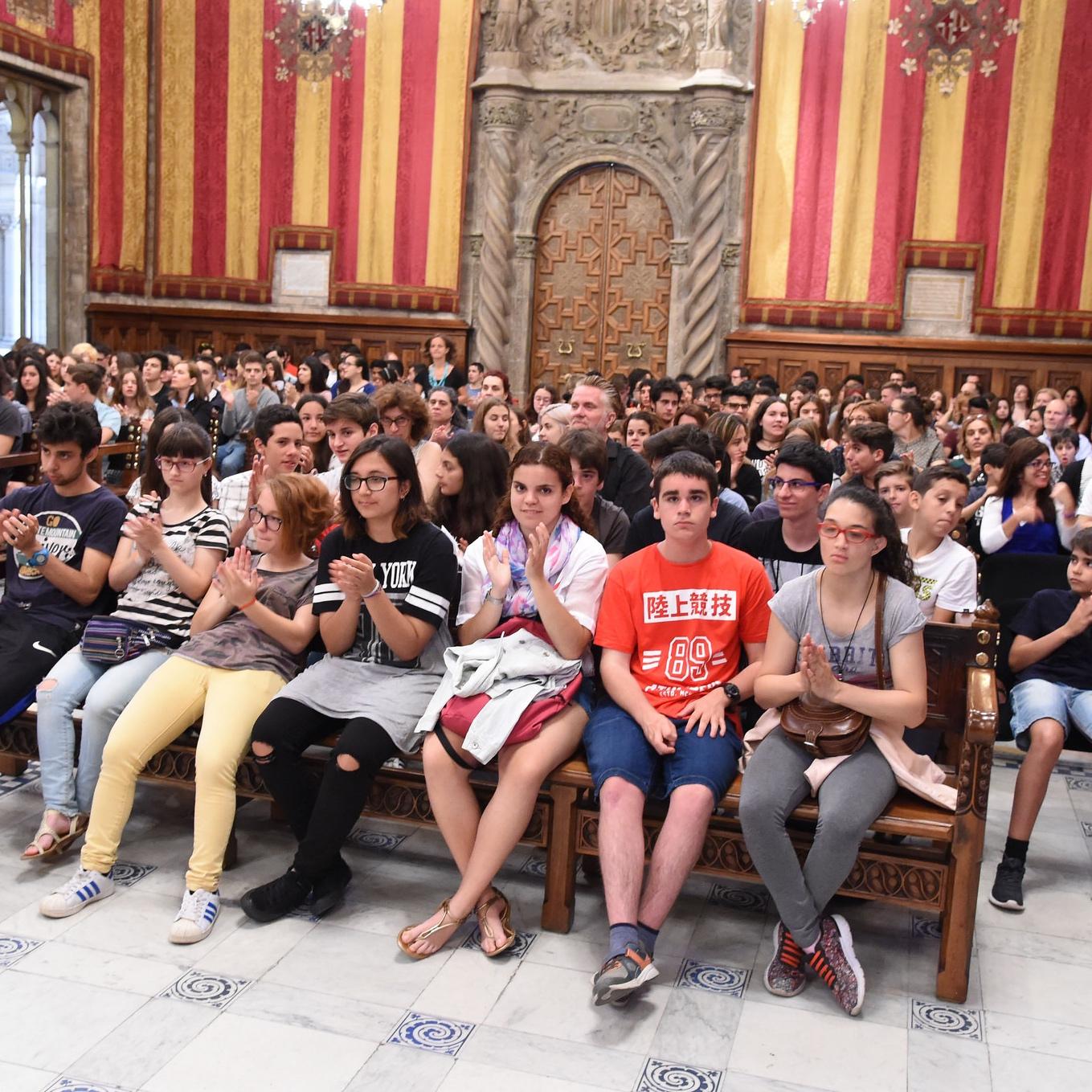Chicos y chicas de Barcelona se comprometen a promover una cultura de acogida con los refugiados