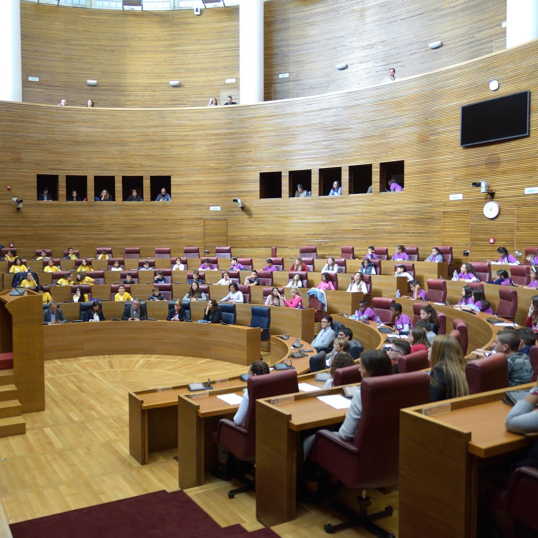 Niños y niñas reclaman en las Cortes Valencianas una visión transversal en la nueva ley de infancia