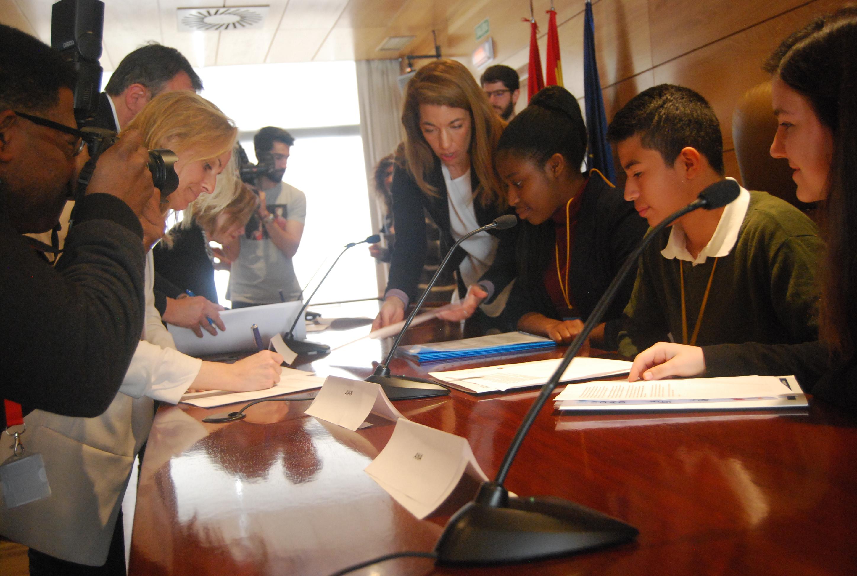 Madrid se suma a la firma del Pacto por la Infancia