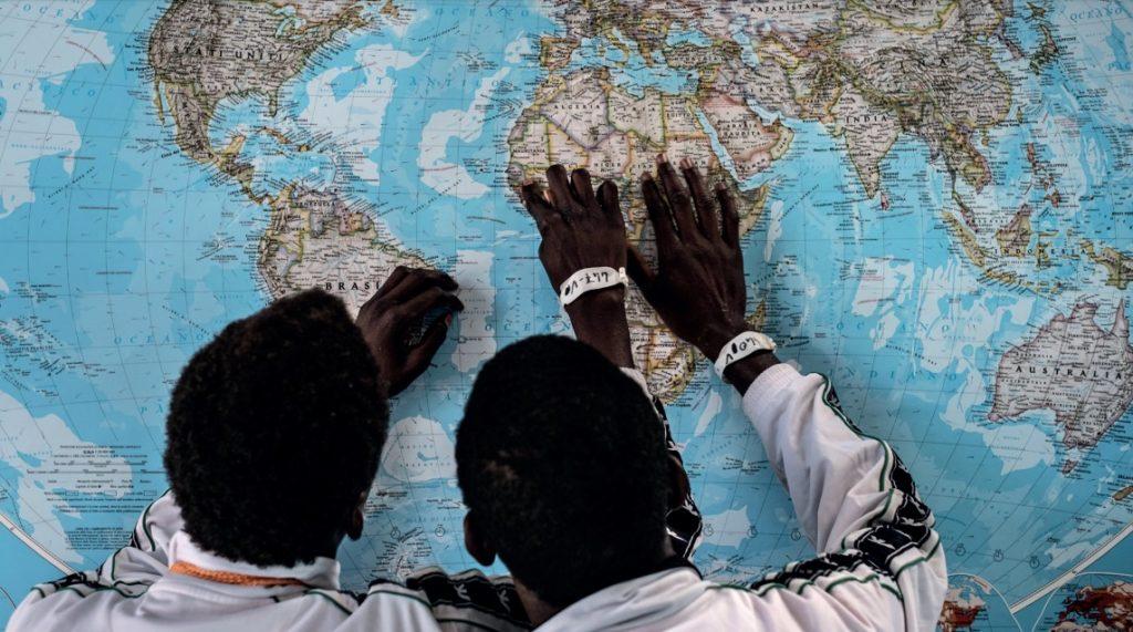 Seis acciones para que los gobiernos locales garanticen los derechos de la infancia migrante y refugiada