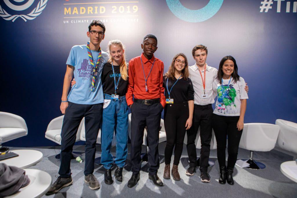 De izquierda a derecha: Pablo junto a los participantes de Noruega, Zimbaue, Mexico, Irlanda y Chile en la COP25 / @ UNICEF/2019/Adrian Herrero