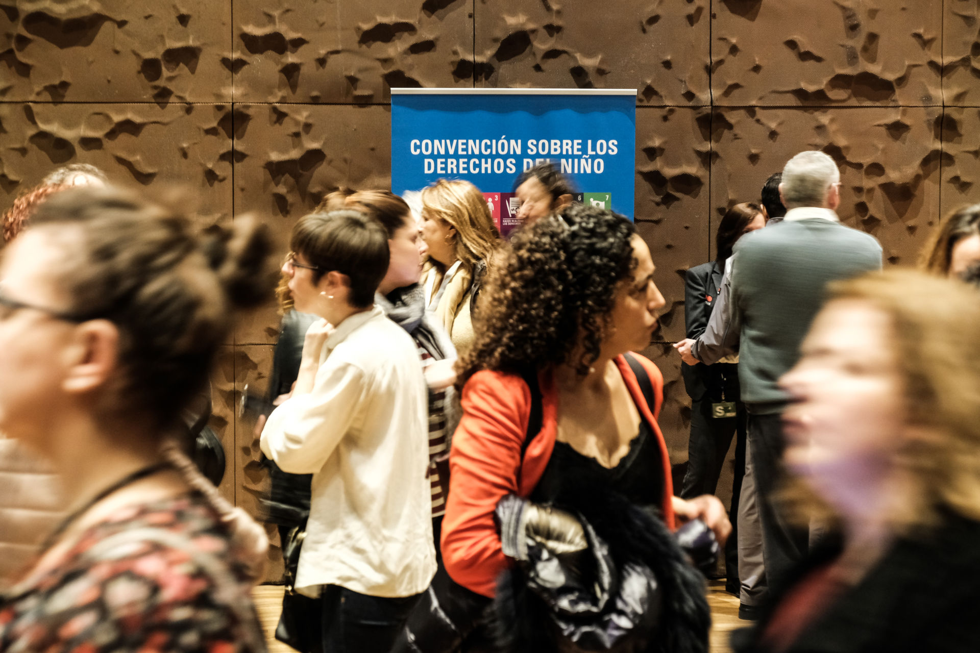 Cartel de Convención sobre los Derechos del Niño en el V Congreso de Ciudades Amigas de la Infancia / UNICEF Comité Español/2019/Hugo Palotto